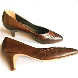 Vintage brown leather spectator heels by Kimel